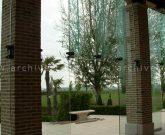 Facciata con pinne in vetro strutturale