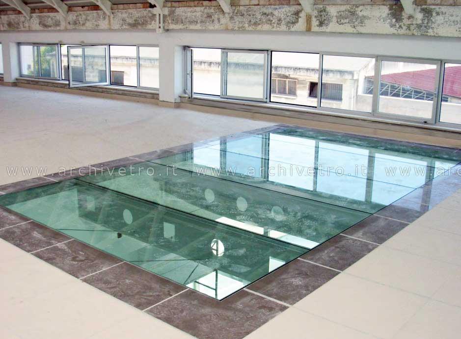 Pavimento in vetro con travi alleggerite con taglio laser