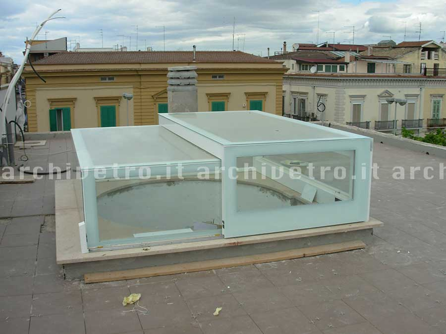 Lucernari apribili per tetti piani for Lucernari per tetti in legno