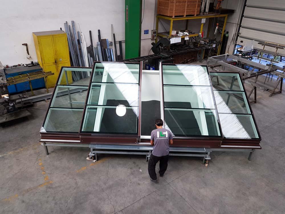 Lucernario variglass basso per tetto inclinato archivetro for Lucernari per tetti in legno