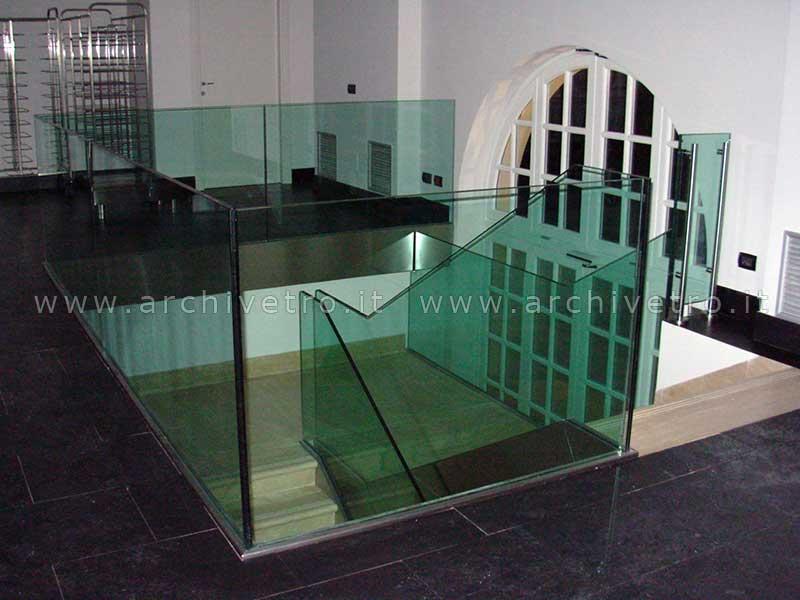 Parapetti per scale con fascione inox archivetro - Parapetti scale in vetro ...